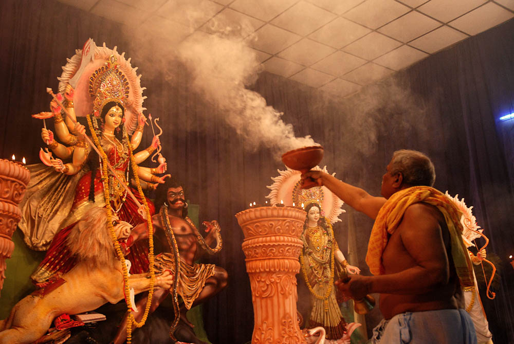 The High Court wanted_to know_how the state government_allowed Durga Puja_in corona_sangbad bhaskar